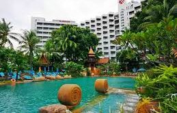 Pattaya Marriott Resort & Spa được bao quanh bởi rất nhiều cây cối rậm rạp