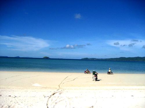 Bãi tắm Bác Hồ sở hữu bãi cát trắng mịn màng