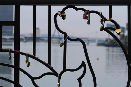 Cầu khóa tình yêu ở Đà Nẵng