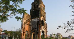 Tháp chuông Nhà Thờ Tam Tòa Quảng Bình