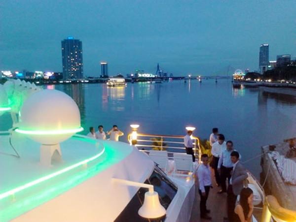 Chiếc du thuyền 5 sao đầu tiên tại Đà Nẵng