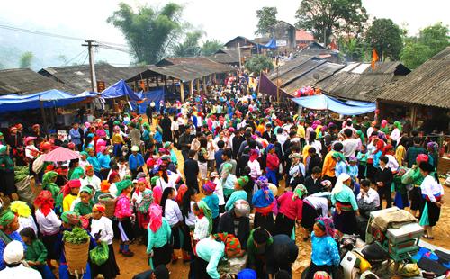 Hòa mình vào phiên chợ vùng cao ở Hà Giang
