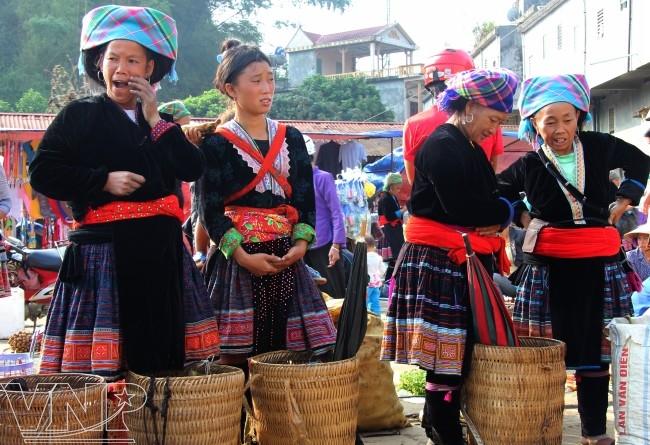Những phiên chợ độc đáo mang nét văn hóa truyền thống của người Mông