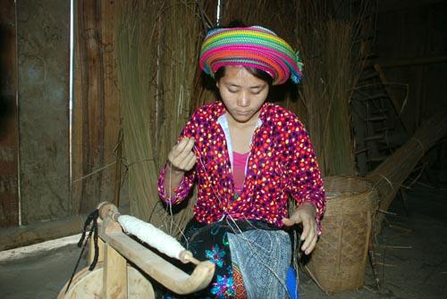 Nghề thủ công là một nghề phát triển của người Mông