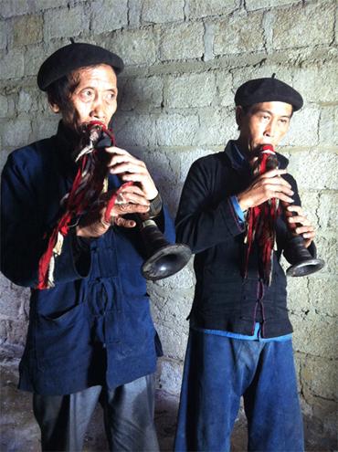 Trang phục đàn ông người Cờ Lao