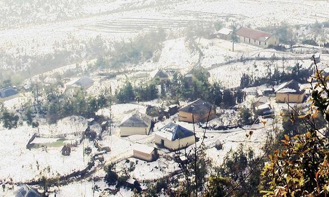 Tuyết phủ trắng cả Sapa